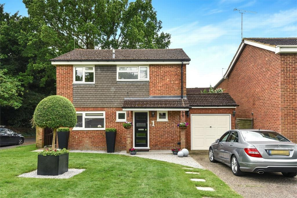 3 Bedrooms Detached House for sale in Frimley Green, Camberley, Surrey