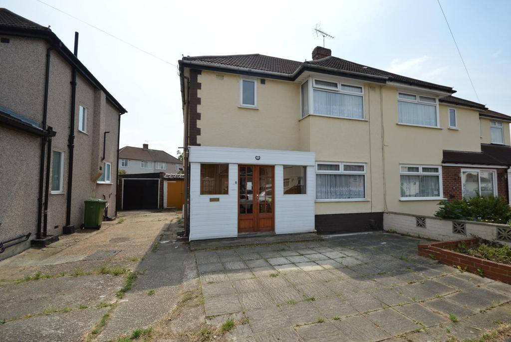 3 Bedrooms Semi Detached House for sale in Lancaster Drive, Hornchurch, Essex, RM12