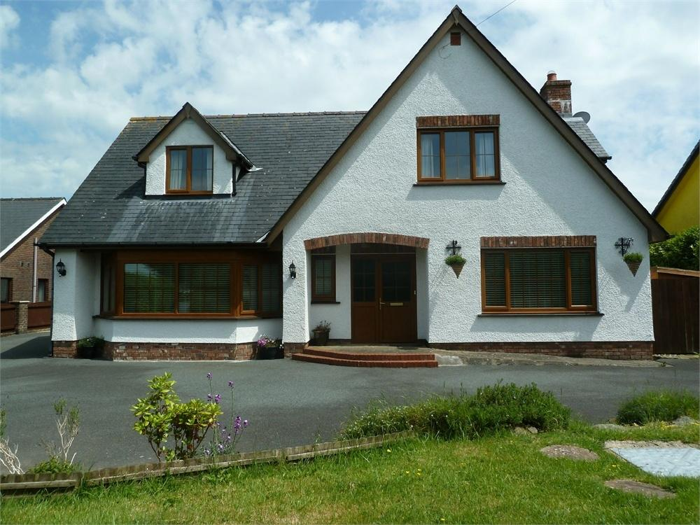 3 Bedrooms Detached House for sale in Lady Road, Blaenporth, Cardigan, Ceredigion