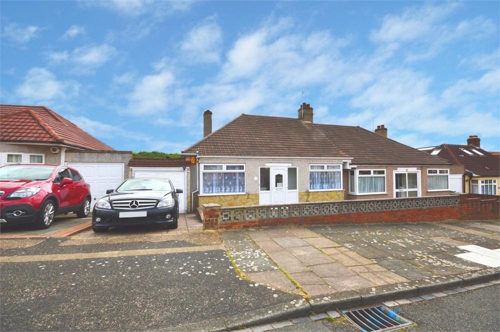 3 Bedrooms Semi Detached Bungalow for sale in Horsham Road, Bexleyheath