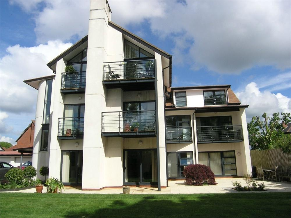3 Bedrooms Flat for sale in Cyncoed Road, Cyncoed, Cardiff