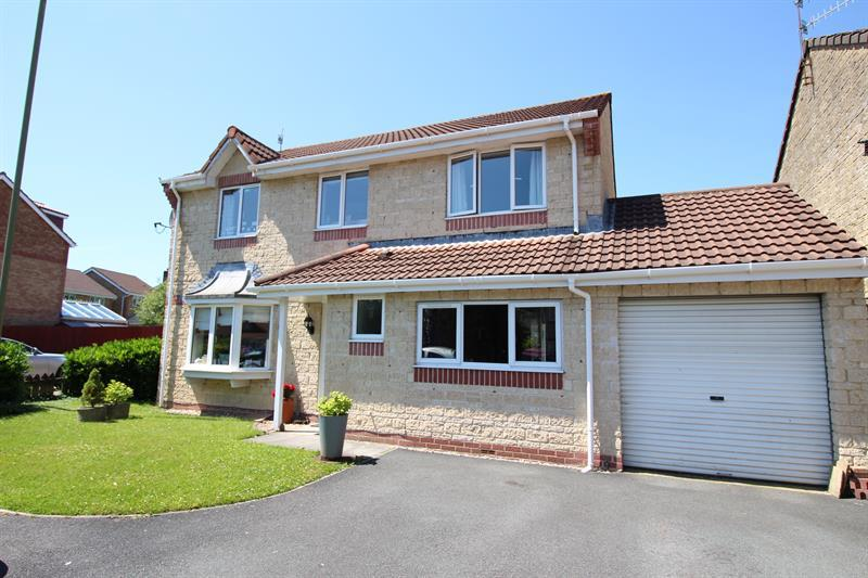 4 Bedrooms Detached House for sale in Herons Way, Caerphilly