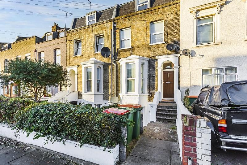 1 Bedroom Ground Flat for sale in Buxton Road, London, Greater London. E15