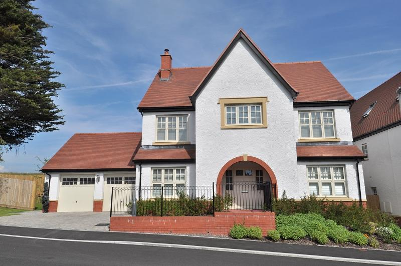 4 Bedrooms Detached House for sale in Ardwyn Walk, Dinas Powys CF64 4BJ