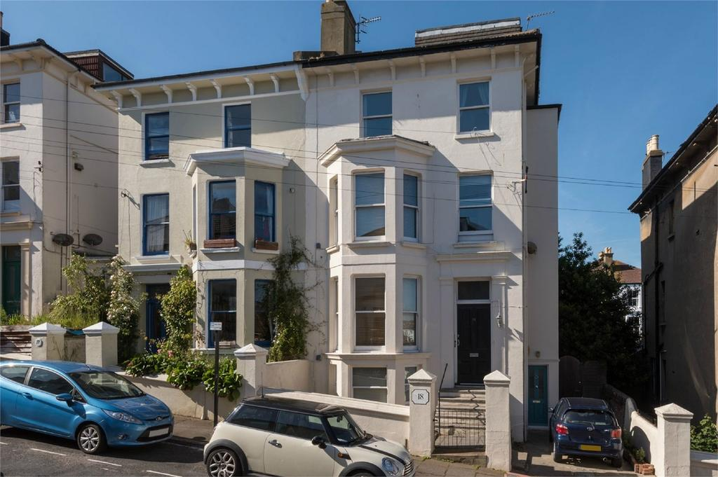 3 Bedrooms Flat for sale in York Villas, Brighton, East Sussex