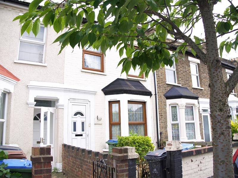 2 Bedrooms Terraced House for sale in Cann Hall Road, London, Leytonstone. E11 3NL