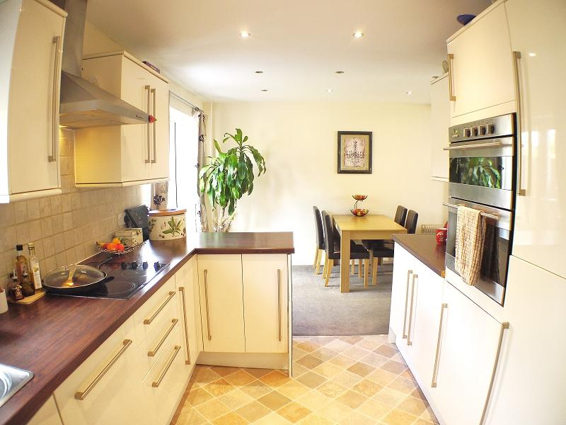 3 Bedrooms Terraced House for sale in Sheepcotes Road, Romford, Essex. RM6 5LS