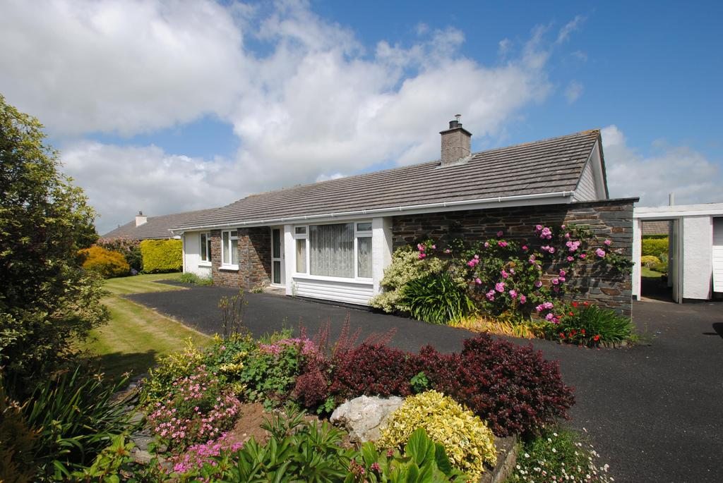 3 Bedrooms Bungalow for sale in Trelinnoe Close, South Petherwin