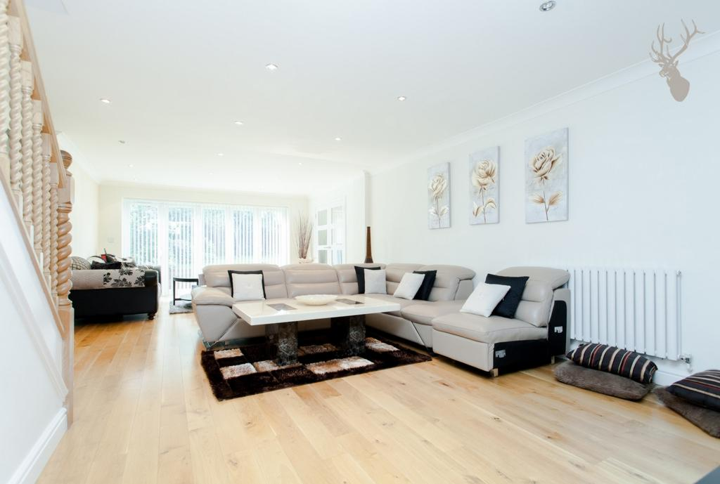5 Bedrooms House for sale in Maypole Drive, Chigwell, IG7