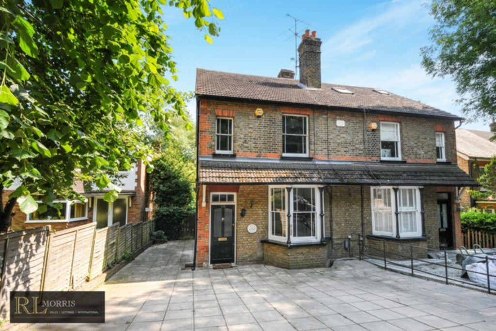 3 Bedrooms Semi Detached House for sale in Manor Road, Chigwell, IG7