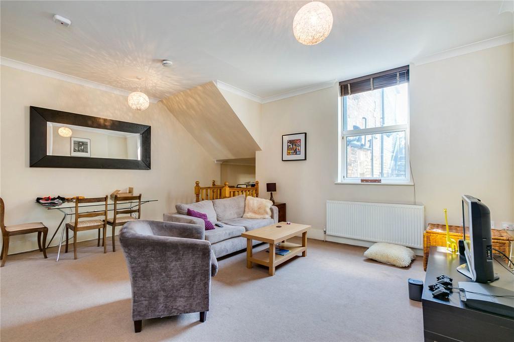 2 Bedrooms Flat for sale in Battersea Rise, London