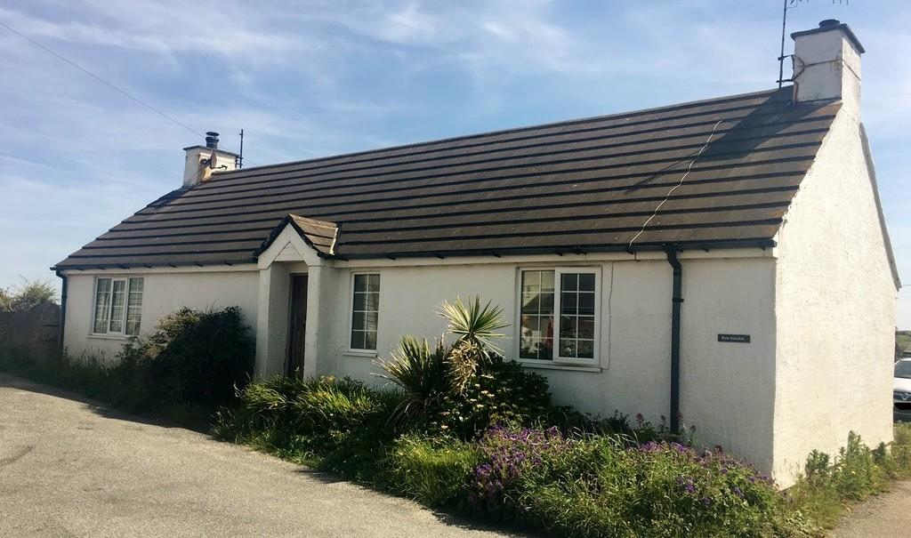 2 Bedrooms Detached Bungalow for sale in Beach Road, Cemaes Bay, North Wales
