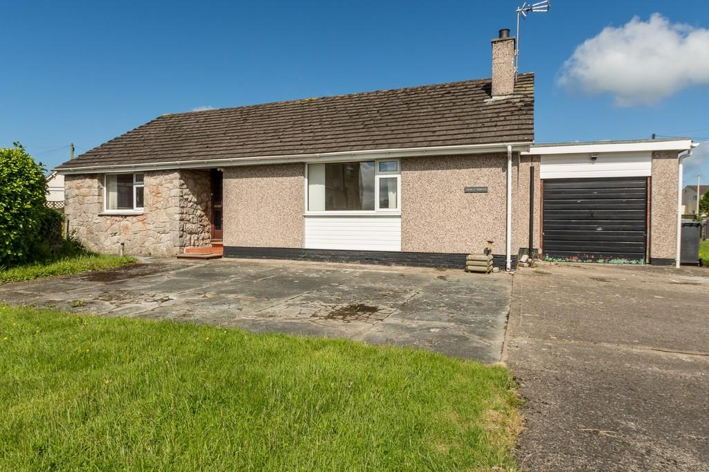 2 Bedrooms Detached Bungalow for sale in Chapel Street, Gaerwen, North Wales