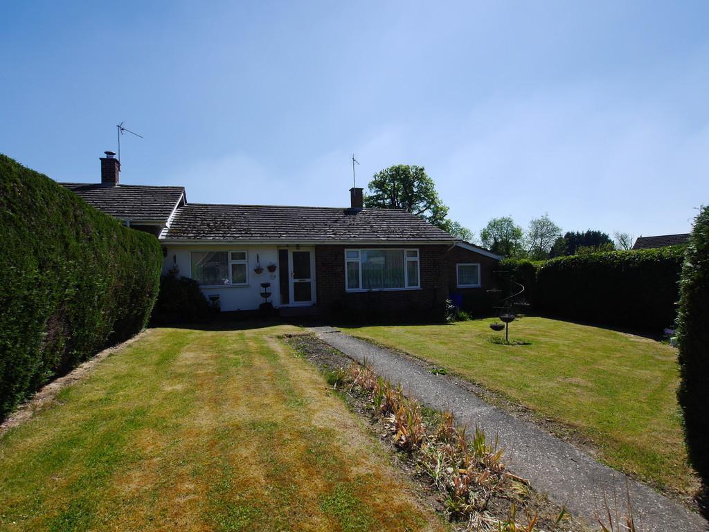 3 Bedrooms Terraced Bungalow for sale in 22 Manor Road, Bildeston, Ipswich, Suffolk, IP7 7BG