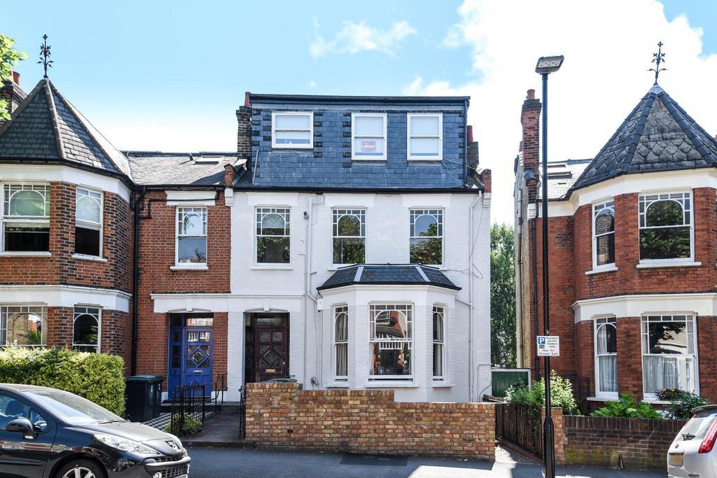 2 Bedrooms Flat for sale in Stapleton Hall Road, Stroud Green, N4