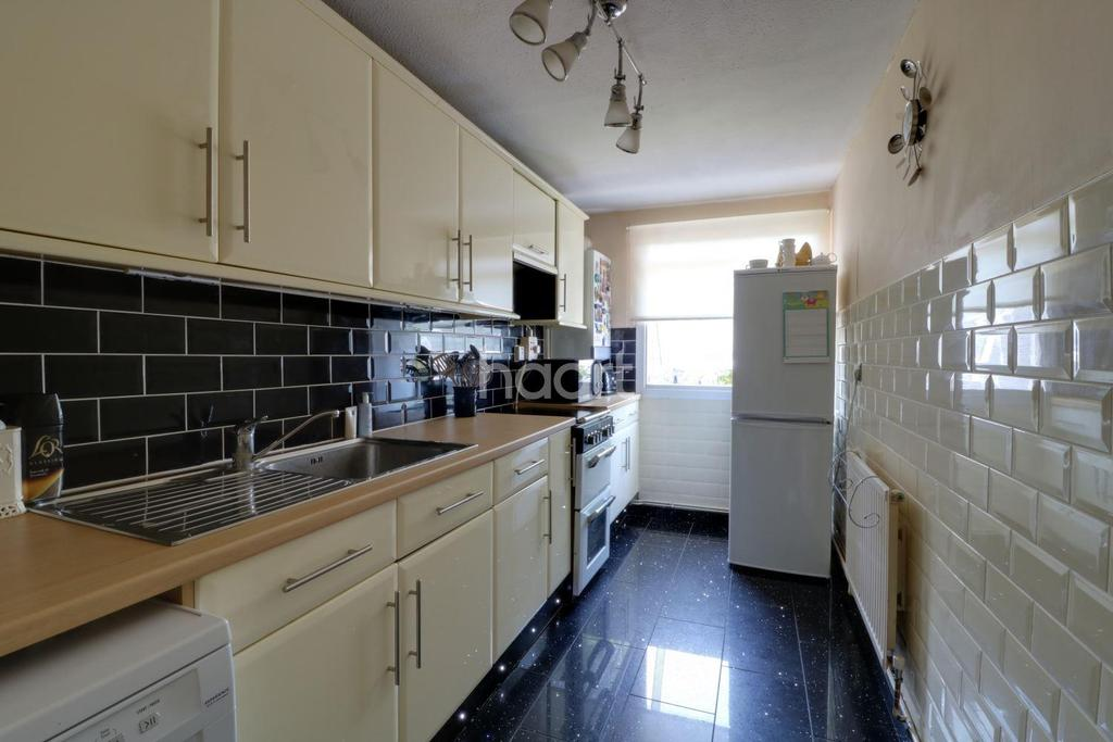 1 Bedroom Maisonette Flat for sale in North Hayes