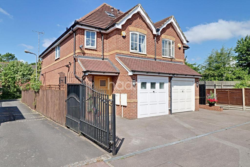 4 Bedrooms Semi Detached House for sale in St John's close, Southgate, N14