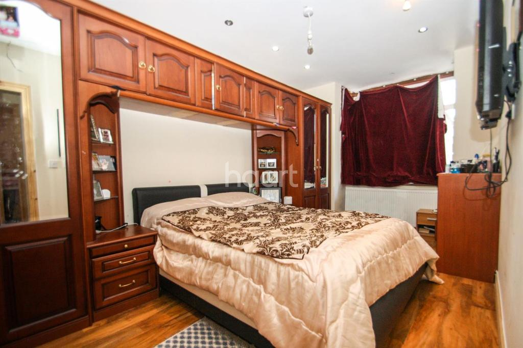 3 Bedrooms Bungalow for sale in Southall