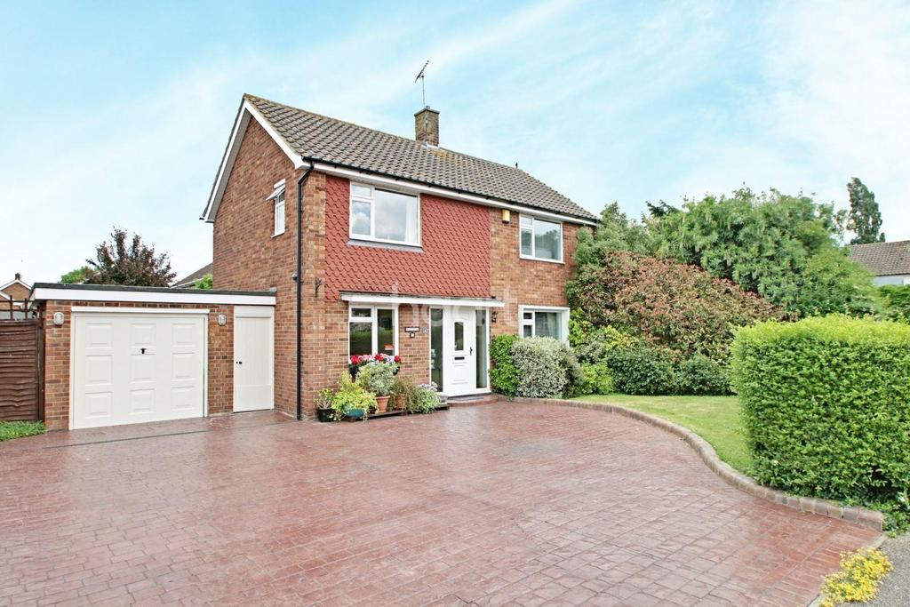 3 Bedrooms Detached House for sale in Ravensdale, Basildon