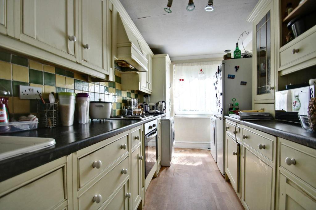 3 Bedrooms Flat for sale in Priory Crescent, Upper Norwood, SE19