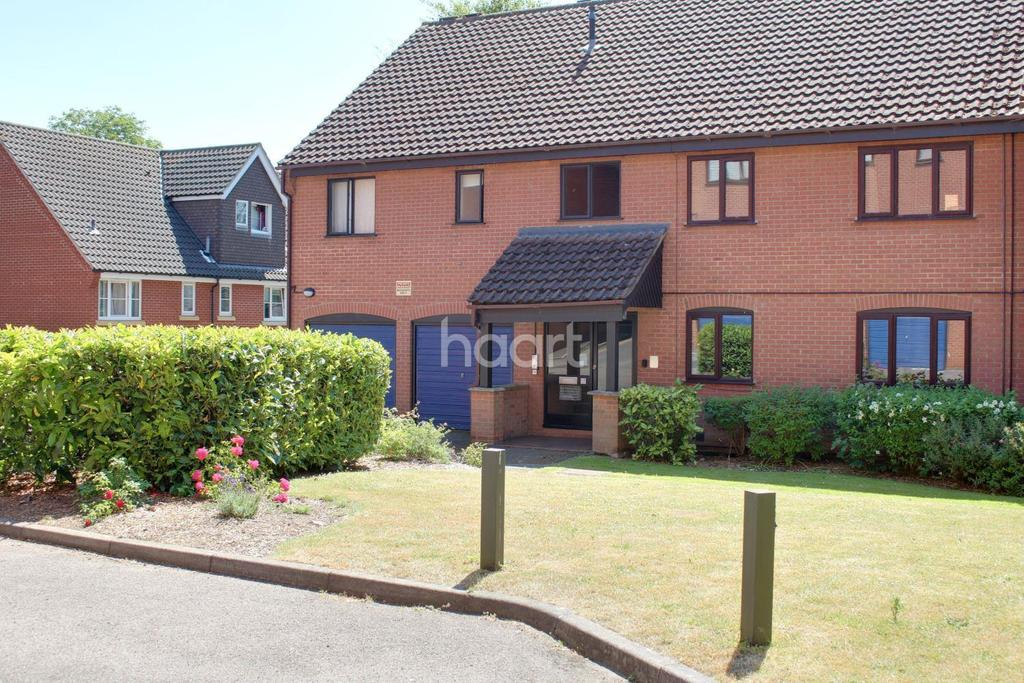 3 Bedrooms Flat for sale in Roseville Close, Norwich