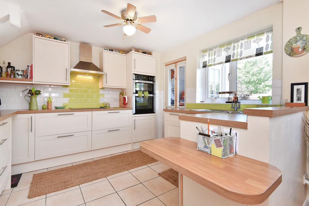 3 Bedrooms End Of Terrace House for sale in Morris Close, East Malling