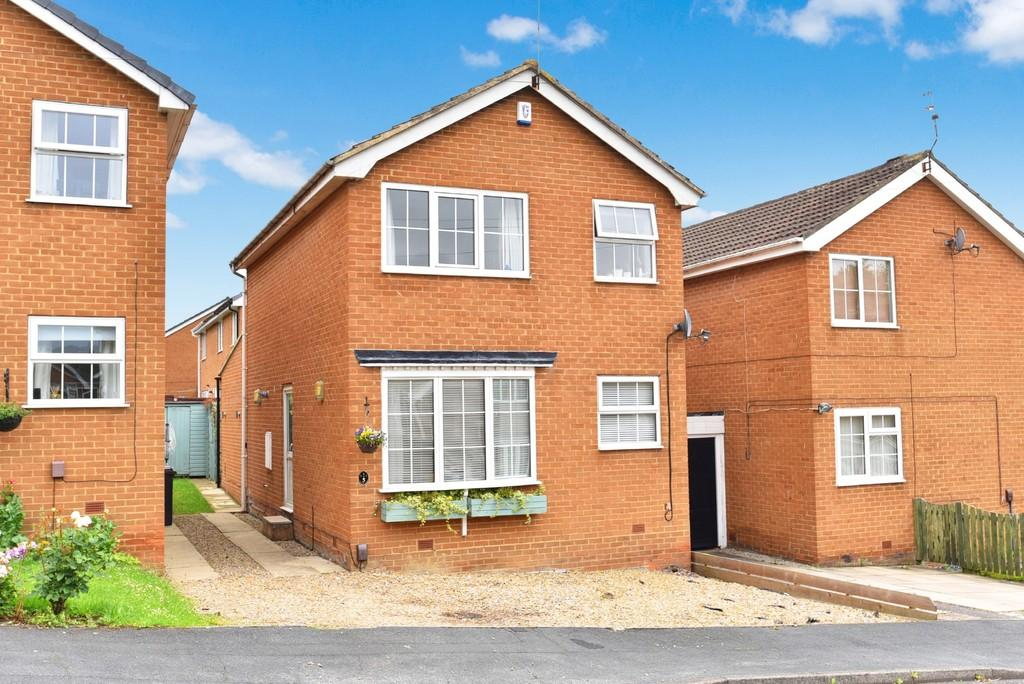 4 Bedrooms Link Detached House for sale in Nesfield Close, Harrogate