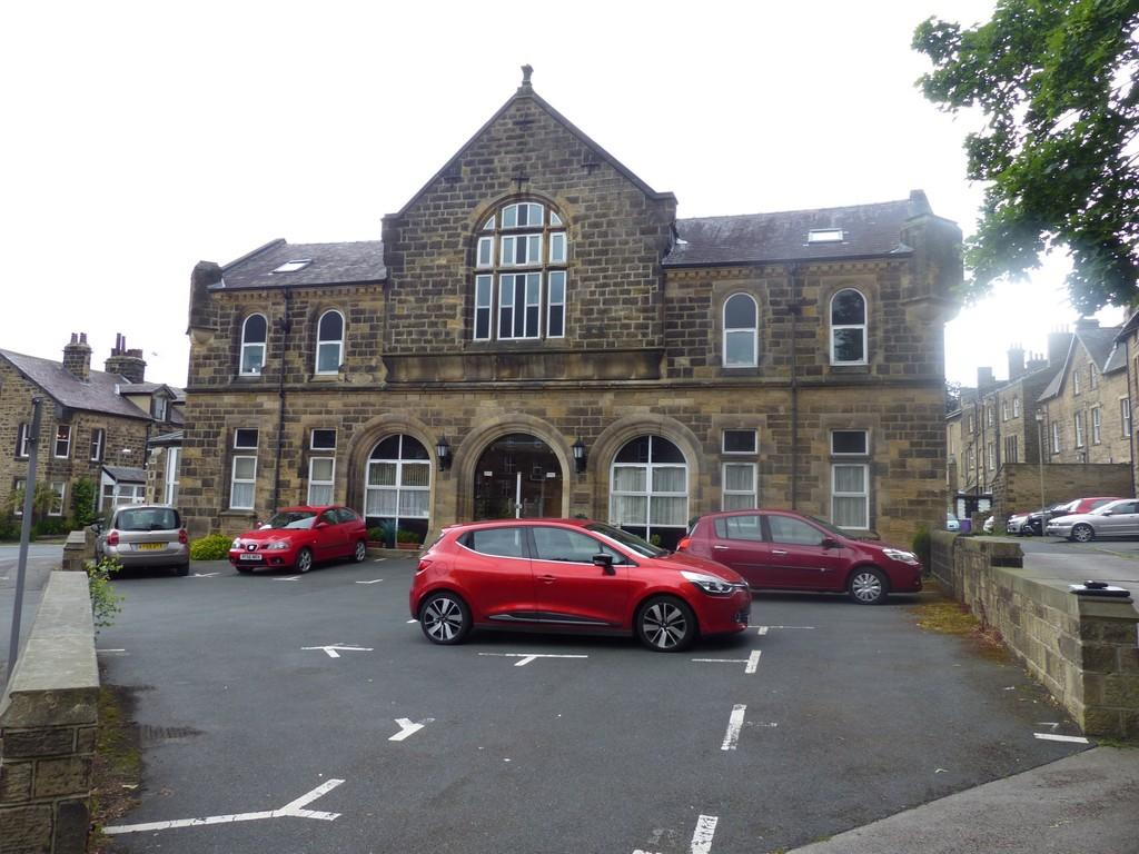 2 Bedrooms Apartment Flat for sale in Grove Square, Regent Road, Ilkley