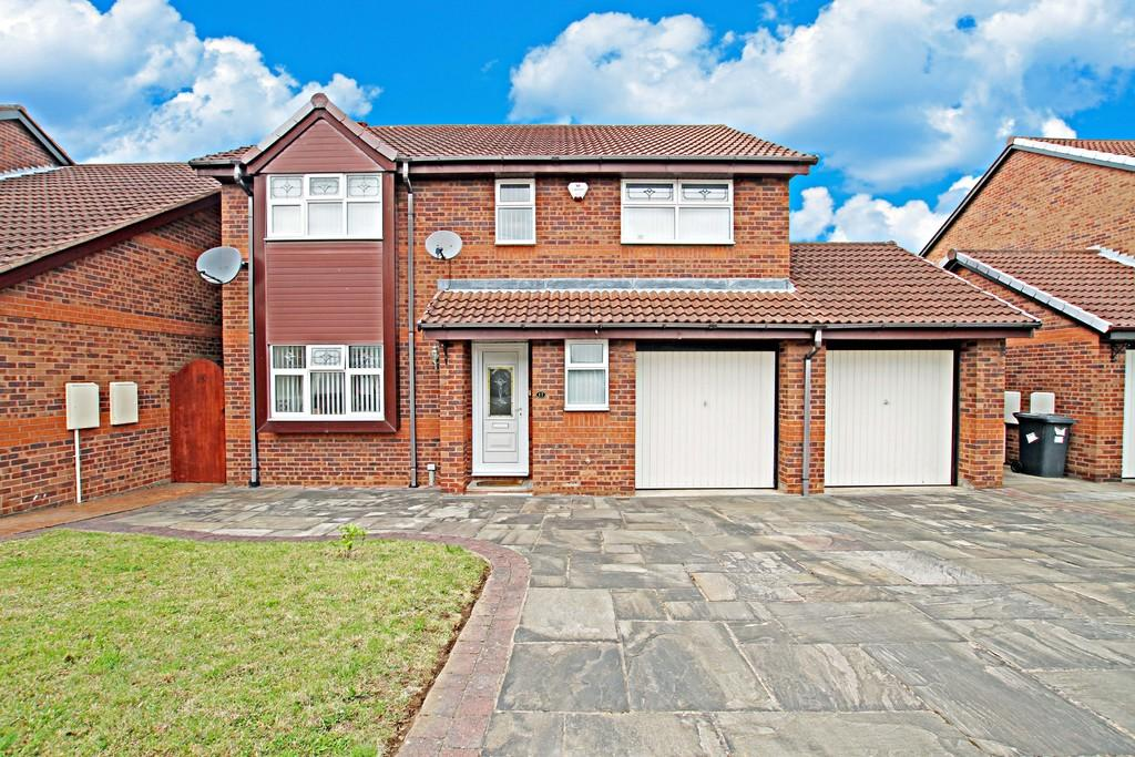4 Bedrooms Detached House for sale in Farnborough Drive, Cantley , Doncaster
