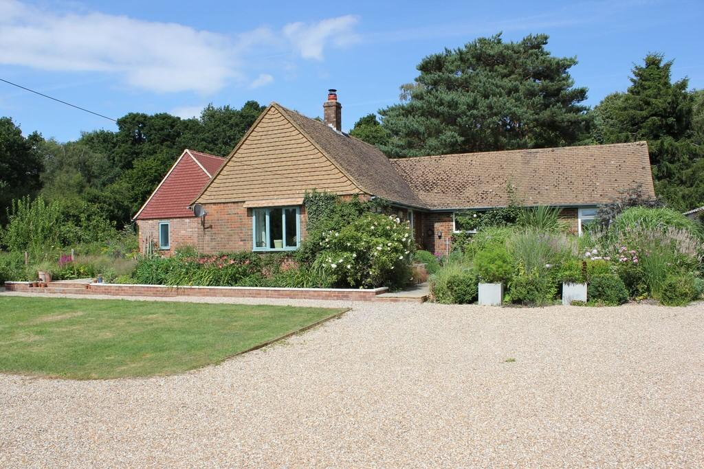 4 Bedrooms Detached Bungalow for sale in Whitebread Lane, Beckley