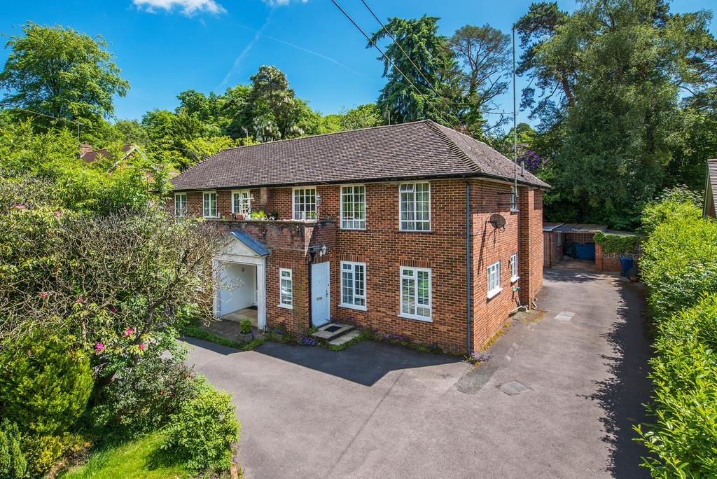 2 Bedrooms Maisonette Flat for sale in Haslemere