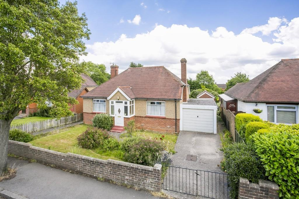 2 Bedrooms Detached Bungalow for sale in Thorpe Avenue, Tonbridge