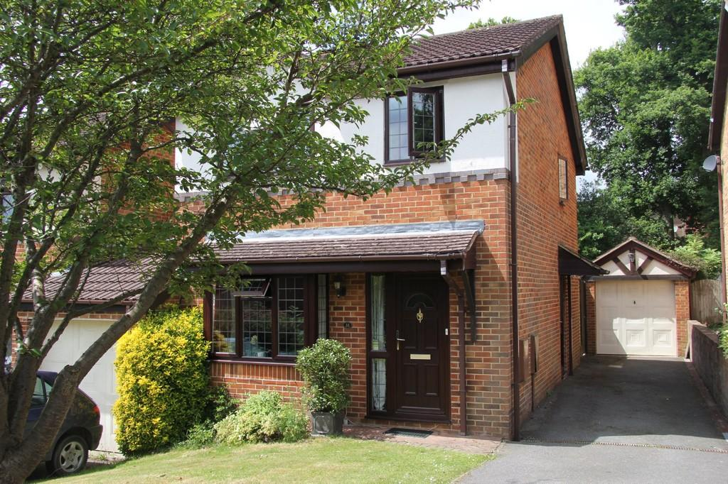 3 Bedrooms Link Detached House for sale in The Oaks, Heathfield