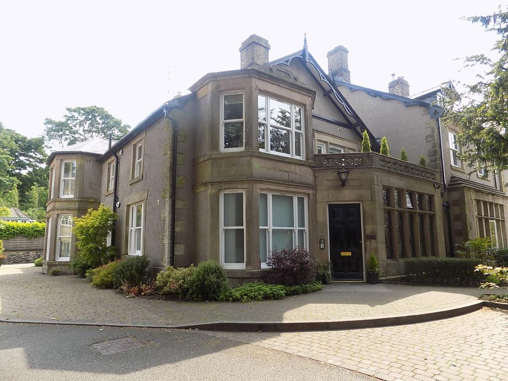 2 Bedrooms Apartment Flat for sale in Macclesfield Road, Buxton