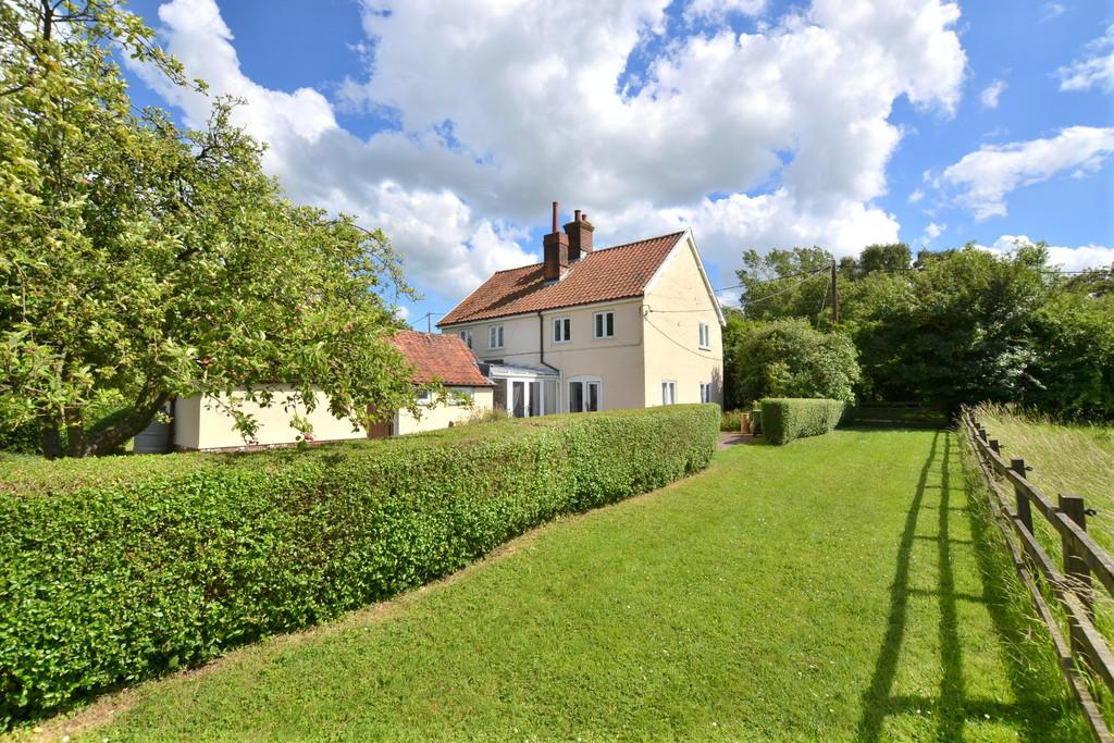 3 Bedrooms Detached House for sale in Burgh Common