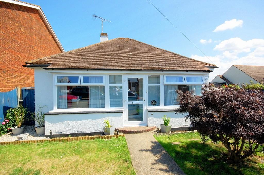 2 Bedrooms Detached Bungalow for sale in St. Louis Grove, Herne Bay