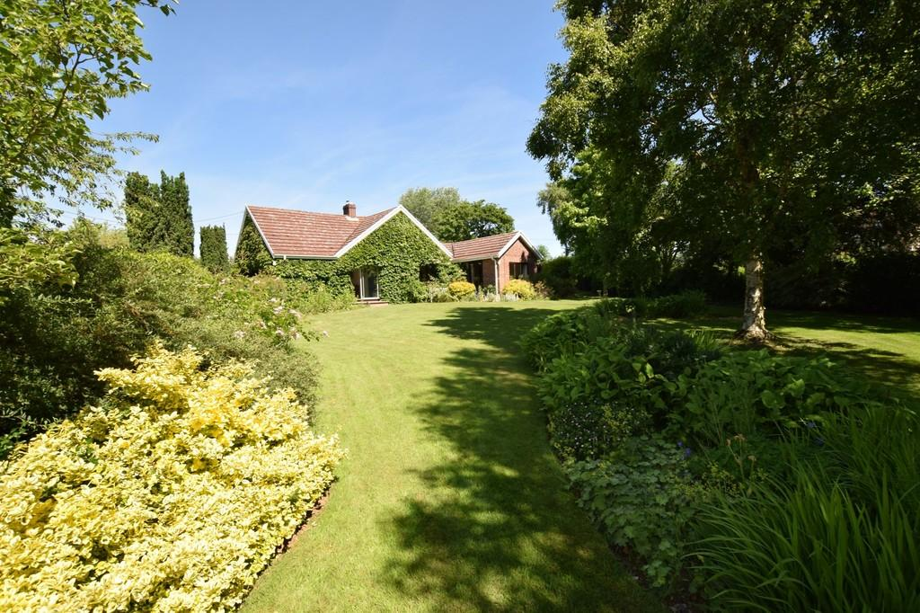 3 Bedrooms Detached Bungalow for sale in Boxford, Sudbury