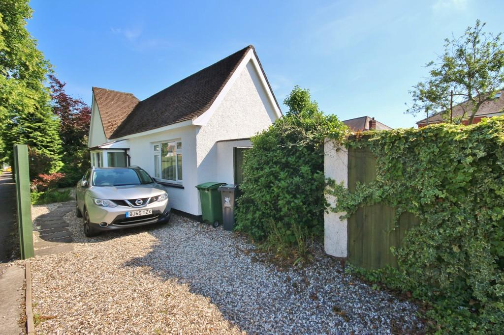 2 Bedrooms Detached Bungalow for sale in Ash Grove, Whitchurch, Cardiff