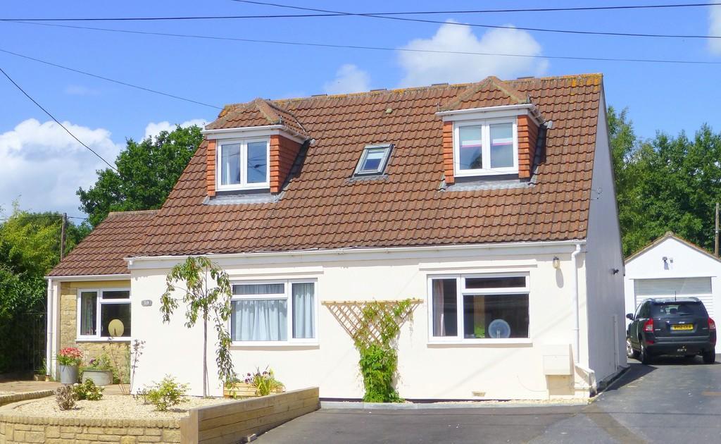 4 Bedrooms Detached House for sale in Melksham Road, Holt