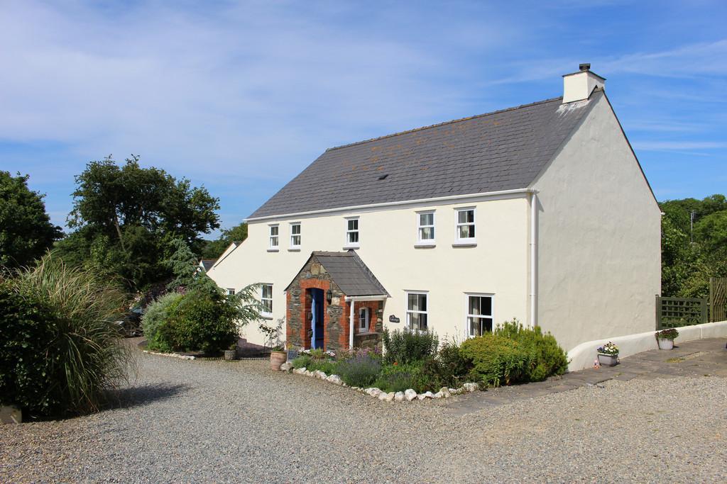 3 Bedrooms Detached House for sale in Trecelyn, Castle Morris, Haverfordwest
