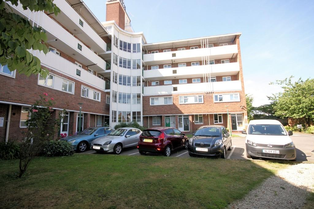 2 Bedrooms Flat for sale in London Road, Westcliff-on-Sea