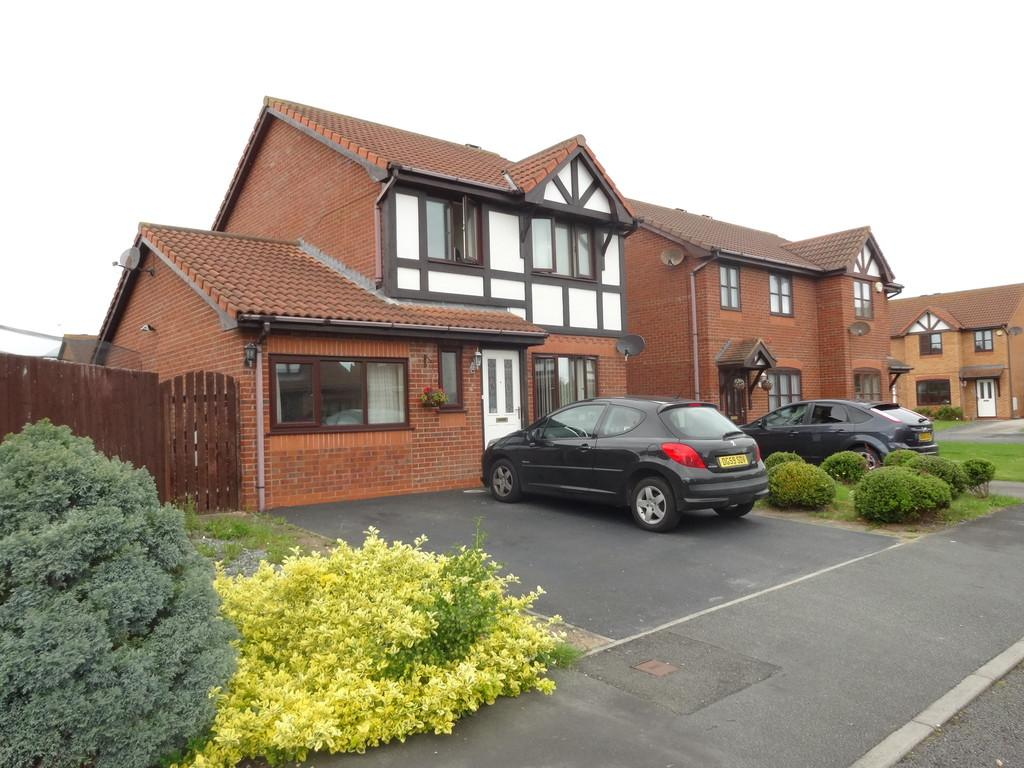 4 Bedrooms Detached House for sale in Walnut Crescent, Rhyl