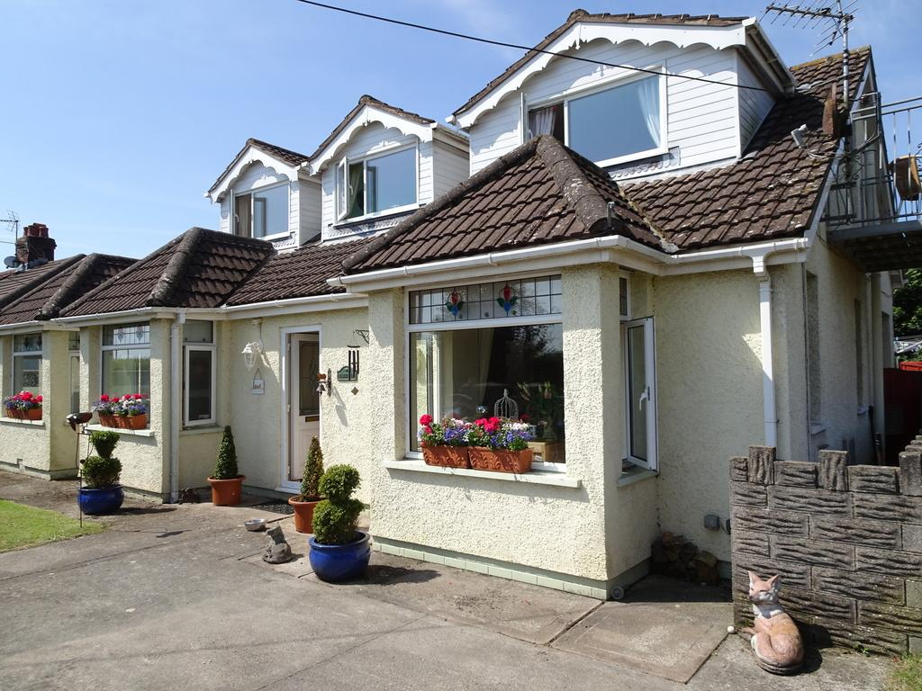 5 Bedrooms Detached House for sale in MARLPIT LANE, PORTHCAWL, CF36 5EG
