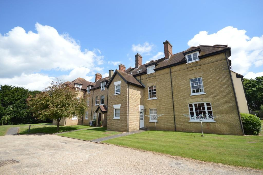 2 Bedrooms Flat for sale in Rectory Court, Station Road, Marks Tey