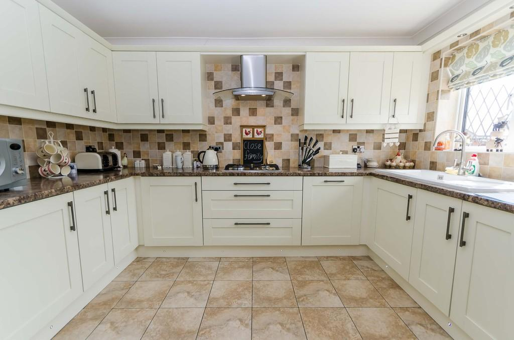 3 Bedrooms Semi Detached House for sale in Pollards Fields, Ferrybridge