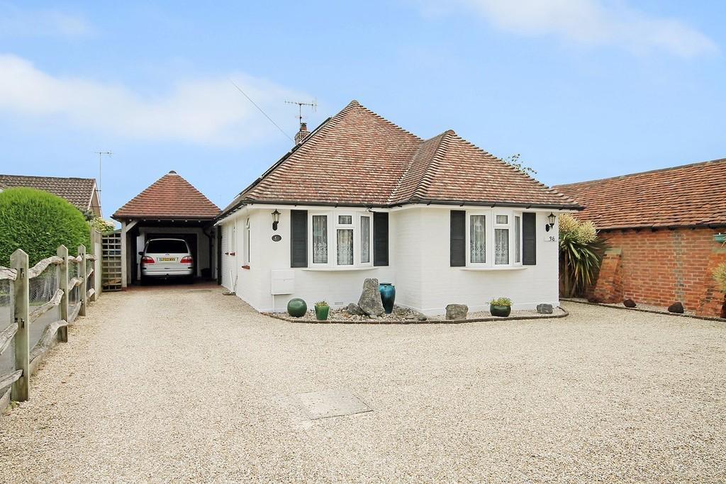 3 Bedrooms Detached Bungalow for sale in Ferring Lane, Ferring BN12 6QT