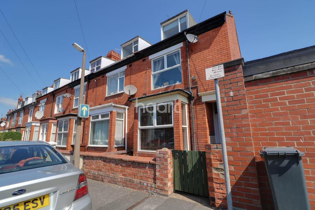 4 Bedrooms End Of Terrace House for sale in St Catherines Grove, Lincoln