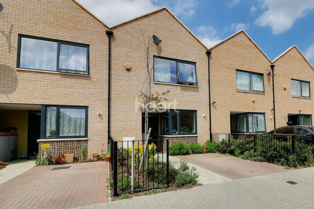 3 Bedrooms Terraced House for sale in Kemmel Road