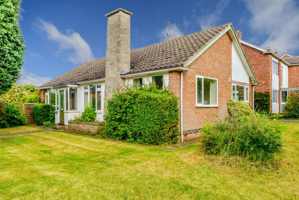 3 Bedrooms Detached Bungalow for sale in Priorsfield Road, Kenilworth, Kenilworth, Warwickshire