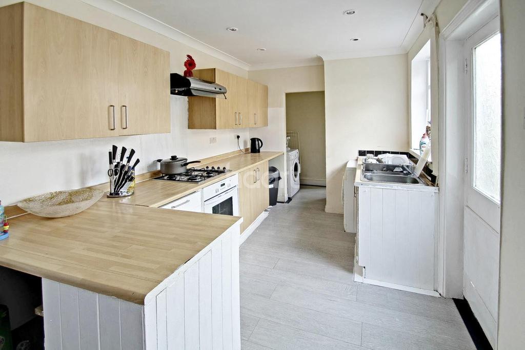 3 Bedrooms Terraced House for sale in Bishops Road, Peterborough